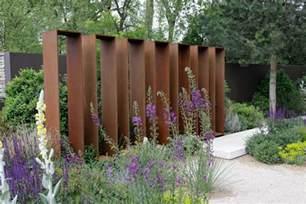 sichtschutz im garten ideen gestalten mit holz metall naturstein herrhammer gärtner
