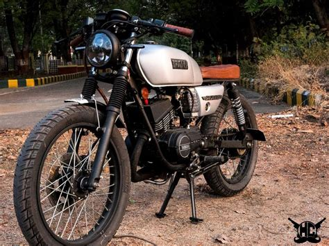 Modification Black by This Restored Yamaha Rx 135 Is Bold And Pretty