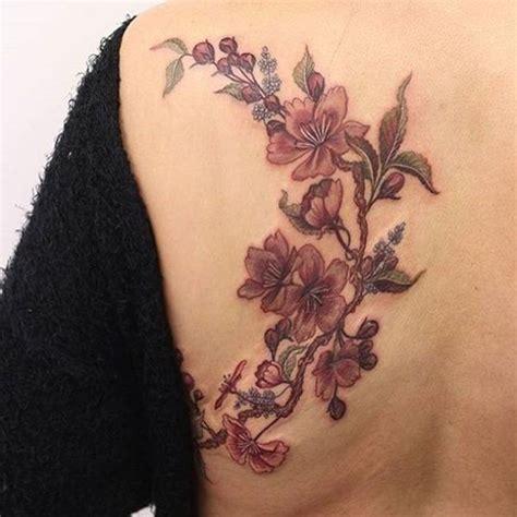 tatouages fleur de cerisier  modeles  leur