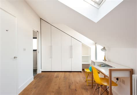 sous bureau design astuces rangement grenier pour mieux organiser l espace