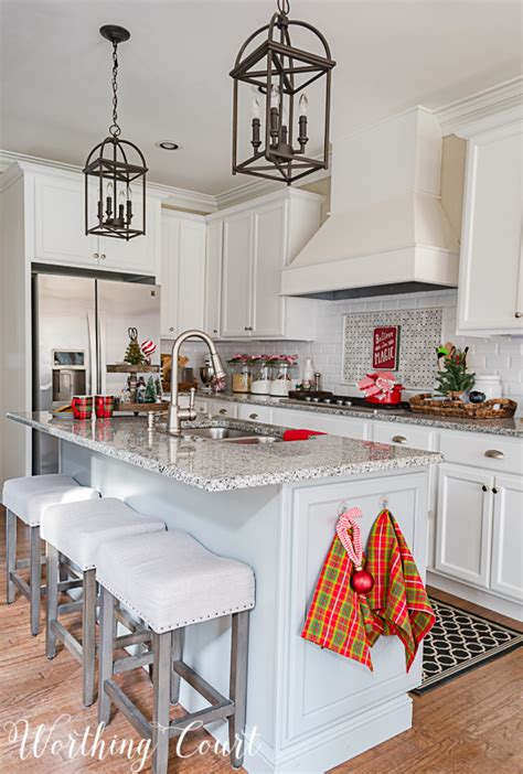 My Christmas Kitchen Decor + A Giveaway And An Exclusive