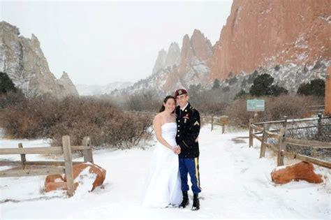 colorado winter wedding     snowy garden