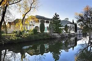 Custom-designed house on the shores of Lake Austin for sale