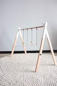 Arche Bébé Bois : diy portique d 39 veil pour b b en bois wood baby gym hochets pinte ~ Teatrodelosmanantiales.com Idées de Décoration