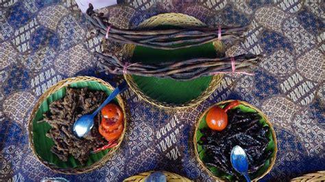 cacing laut makanan khas raja ampat yang membuat pria