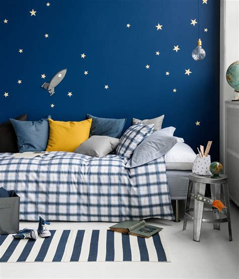 bold accent wall ideas  kids room marker girl