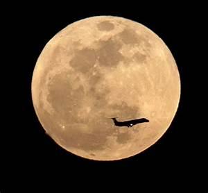 La Luna M U00e1s Cerca