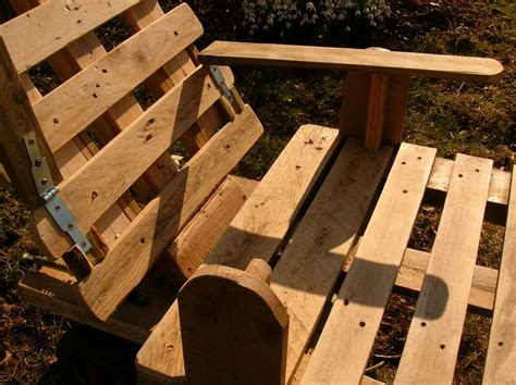 plan de chaise en bois gratuit chaise longue et palettes recyclees
