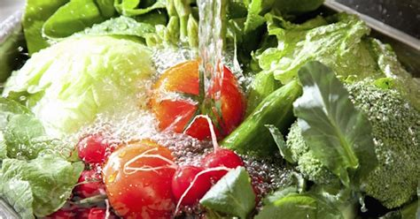 how to wash vegetables how to safely and properly remove toxic pesticides from your fruits and vegetables juicing for