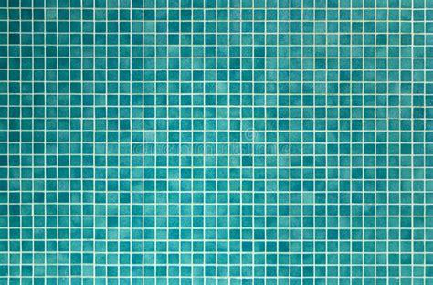 azulejos de mosaico verdes  el cuarto de bano  la