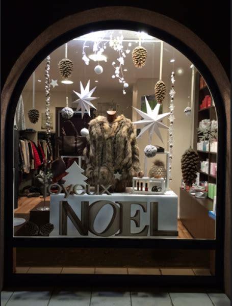decoration vitrine noel magasin nouvelle tendance stickers noel pomme de pin stickers pour la d 233 coration de vitrines de