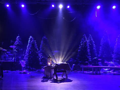 criss crossed christmas church stage design ideas