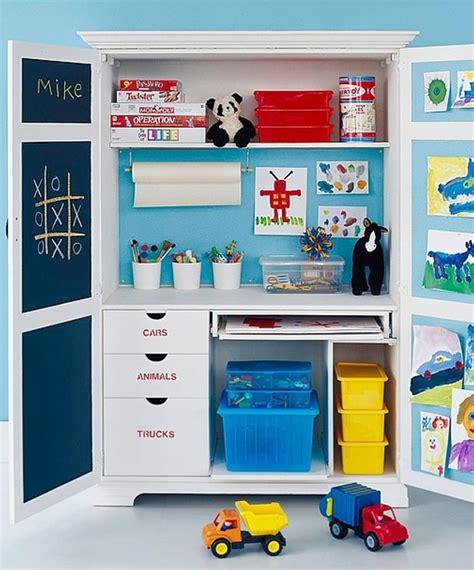 le bureau dans une armoire momes