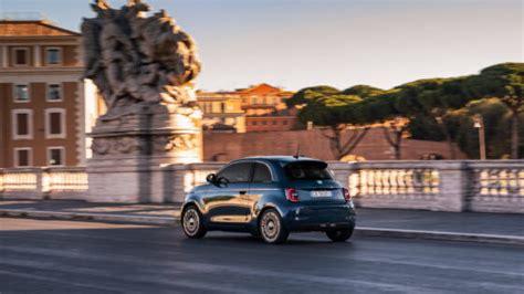 The ferrari roma was short on details when it was released a month ago. Ferrari Roma prende in prestito alcuni dettagli estetici della Speedster - ClubAlfa.it
