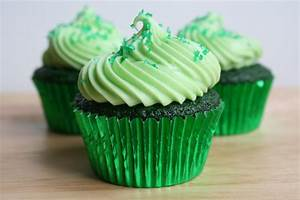 A Bitchin' Kitchen: Green Velvet Cupcakes
