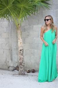 20 wonderful looks for a beach wedding as a guest for Maxi dress for beach wedding