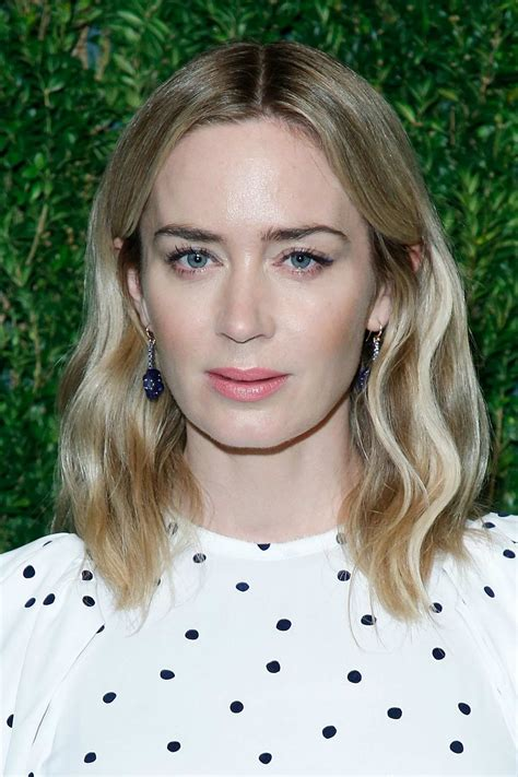 emily blunt attends cfda vogue fashion fund 15th ...