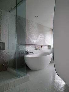 Badezimmer Fliesen Weiß : fliesen f r ihr badezimmer wei badewanne mosaik ~ Lizthompson.info Haus und Dekorationen