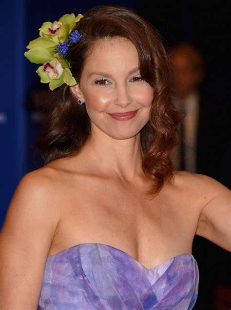 Ashley Judd in Badgley Mischka at the 2015 White House ...