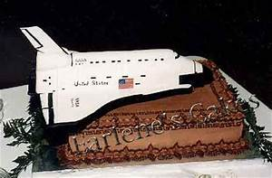 Soutwest Airline and space shuttle cakes