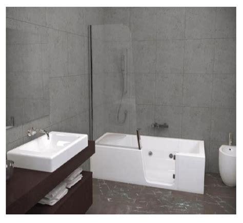 baignoire pour senior equipement adaptation des salles de bains pour les seniors