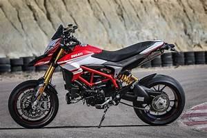 Ducati Hypermotard 939 Sp : first ride ducati hypermotard 939 sp visordown ~ Medecine-chirurgie-esthetiques.com Avis de Voitures