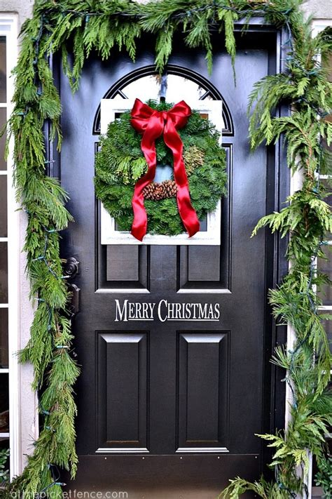 How To Achieve The Perfect Front Door Decor This Christmas