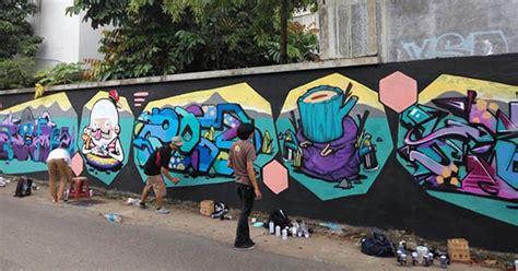 Seniman Grafiti Percantik Tembok Jalan Ra Kartini Kudus