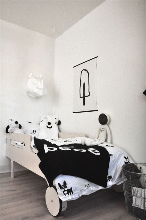 chambre bébé noir et blanc linge de lit bebe chiara stella home
