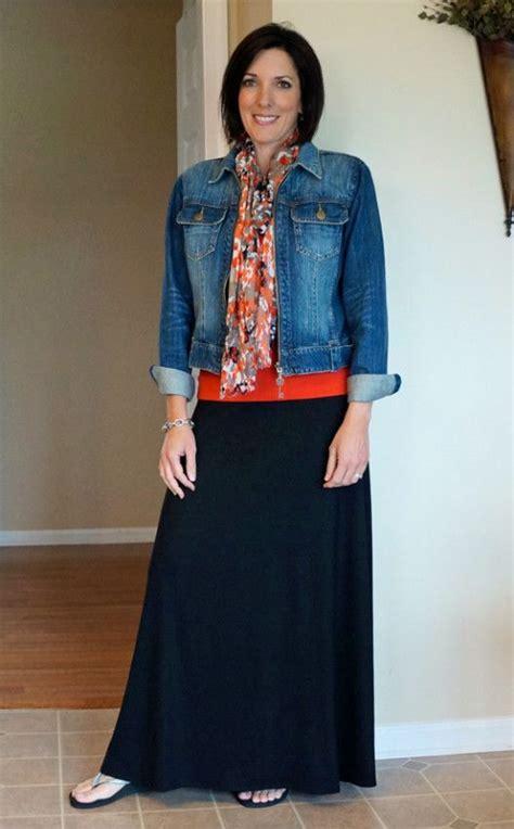 How to Wear a Maxi Skirt   Chaquetas de mezclilla Faldas maxi y La chaqueta