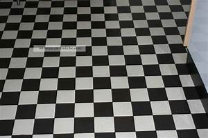 Fliesen Schachbrett Schwarz Weiss : bauhaus stil kacheln fliesen mosaik 5 m3 schwarz wei signiert 10 x 10 x 0 1cm ~ Markanthonyermac.com Haus und Dekorationen