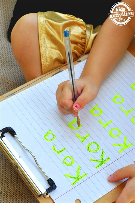 10 ways to practice writing your name activities 223 | First write your childs name with highlighter then trace it