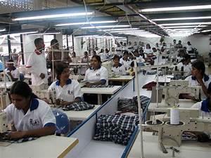 Inauguration d'un atelier de couture