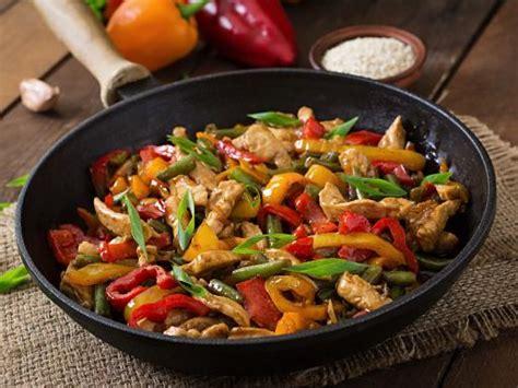 sauté de poulet et petits légumes au wok recette de