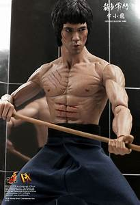 Hot Toys : Enter the Dragon - Bruce Lee 1/6th scale ...