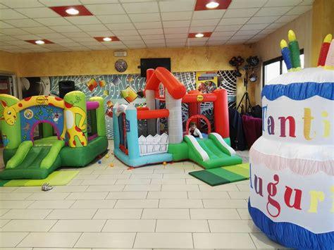 in affitto per feste negozio vendita palloncini articoli feste gonfiabili