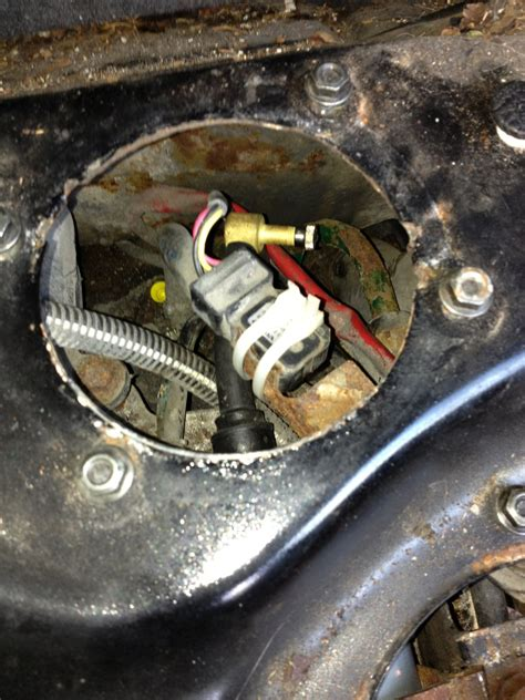 awd leak  top  fuel tank page