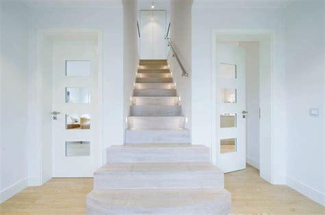 Grundriss Treppe Mittig by Der Grundriss Wird Im Erdgeschoss Mittig Der