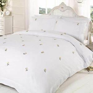 King Size Bettwäsche : alicia floral white yellow king size duvet cover set embroidered bedding ebay ~ Watch28wear.com Haus und Dekorationen