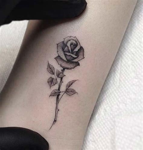 tatuaggi piccoli  rose foto idee  significato