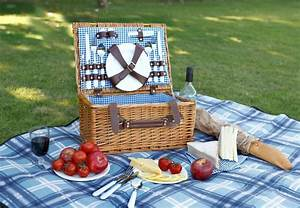 10 Romantic Picnic Baskets that You Can Buy Right Now!