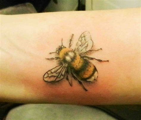 25+ Best Ideas about Bumble Bee Tattoo on Pinterest