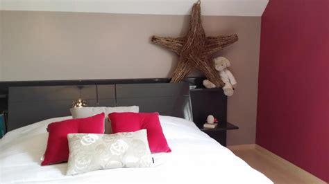 chambre couleur framboise déco chambre framboise et taupe