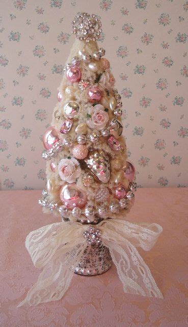 shabby chic christmas decorations to make 44 delicate shabby chic christmas d 233 cor ideas digsdigs