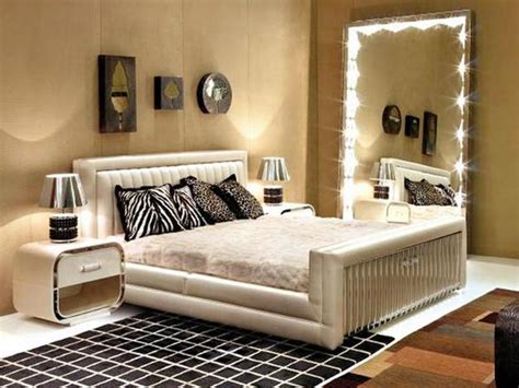 Wall Mirrors For Bedroom by Wall Mirrors And 33 Modern Bedroom Decorating Ideas