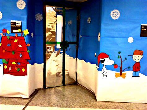 christmas door decorating contest holidays christmas