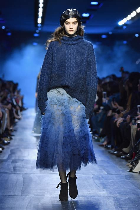 Christian Dior : Runway - Paris Fashion Week Womenswear ...