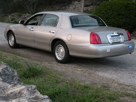 lincoln town car  sale  owner  topeka