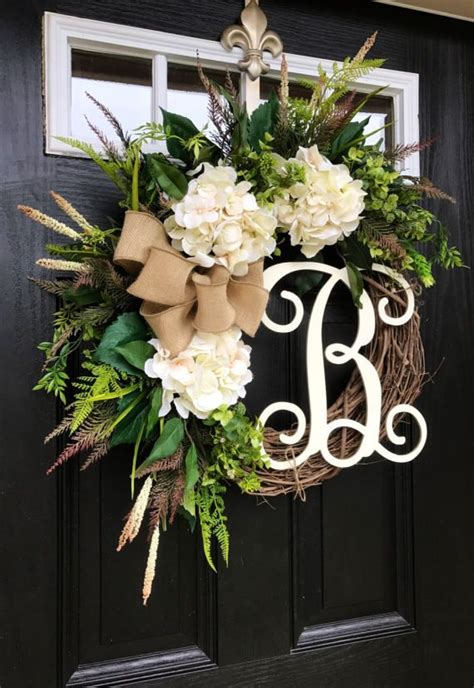 gorgeous elegant year  door wreath perfect  greeting  guests   home