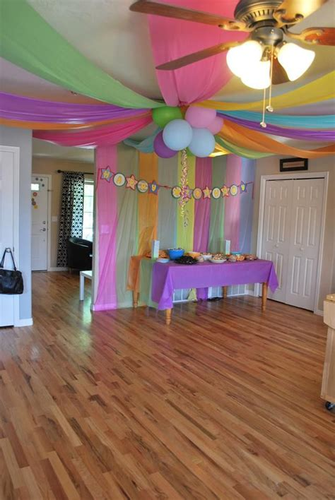 Decorating Ideas Using Plastic Tablecloths by 25 Best Ideas About Plastic Tablecloth On